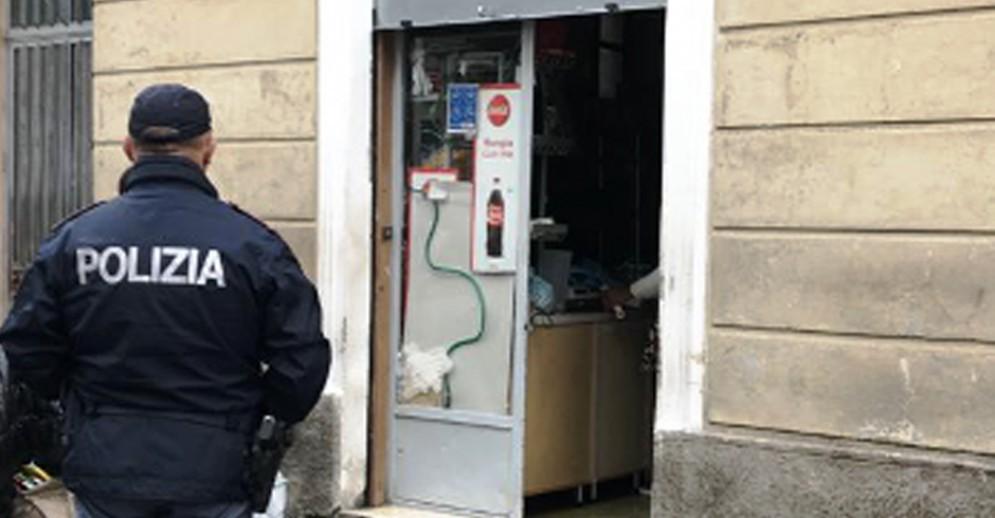 Droga e persone pericolose, chiuso il mini market Meshaso in Barriera di Milano