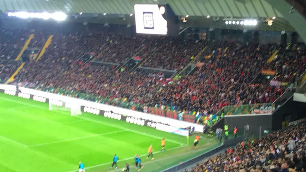 La Curva con i tifosi del Milan