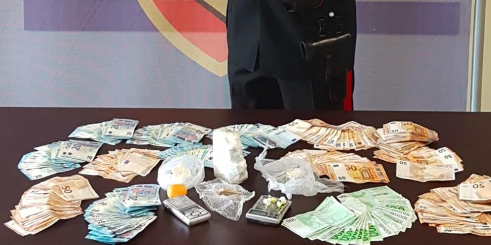 In casa avevano cocaina, eroina e oltre 22 mila euro in contanti: 4 arresti a Udine