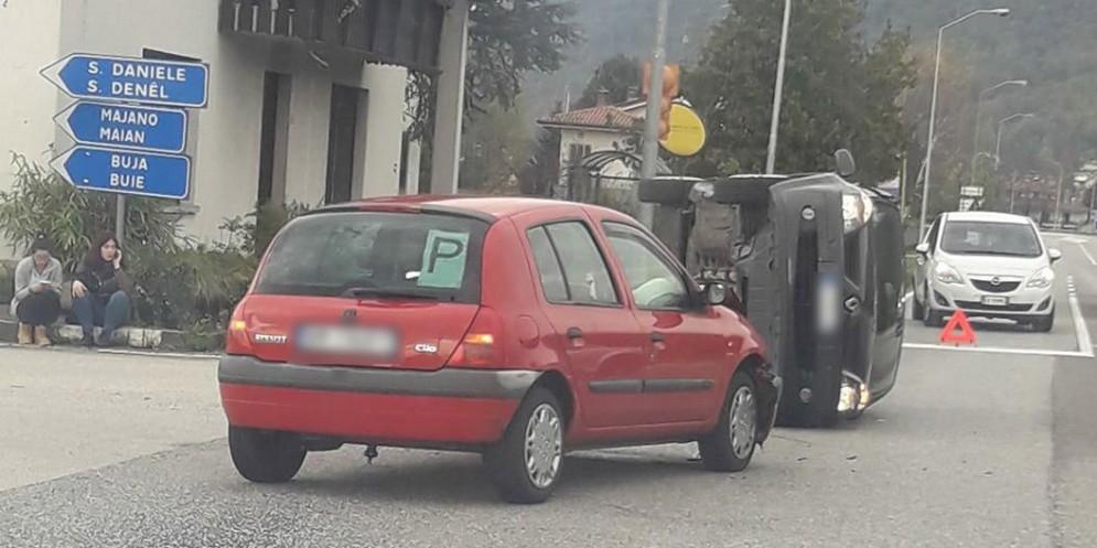Incidente a Magnano in Riviera: un'auto si ribalta su un lato