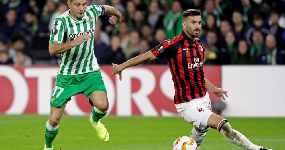 Mateo Musacchio impegnato nella sfida di Siviglia contro il Betis