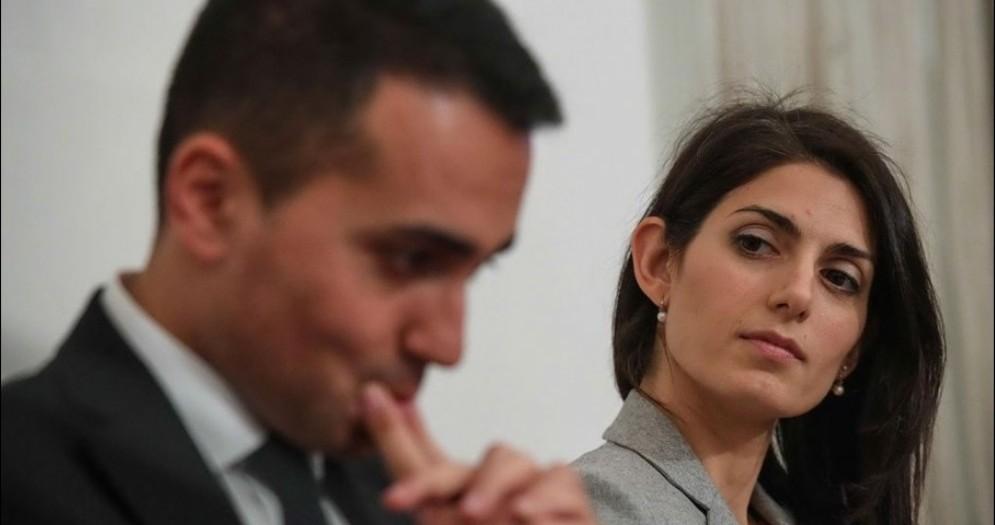 Il vicepremier e ministro del Lavoro e dello Sviluppo Economico Luigi Di Maio e la sindaca di Roma Virginia Raggi