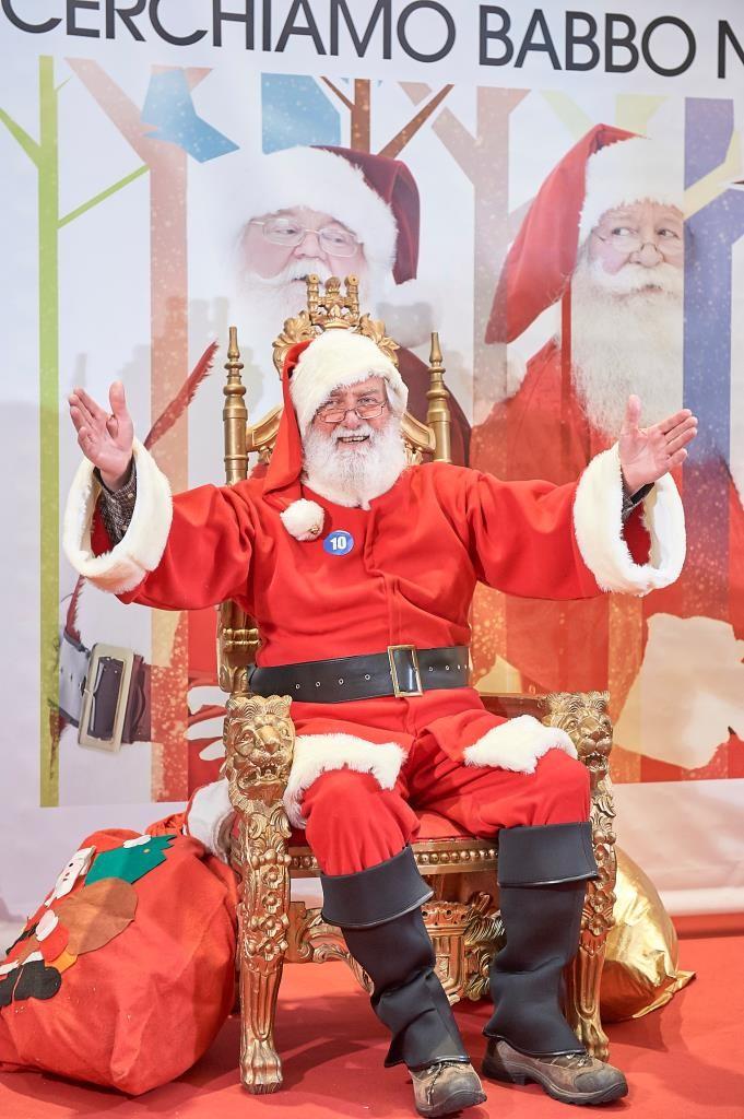 A.A.A. aiutante di Babbo Natale cercasi: «2.000 euro netti per 11 giorni di lavoro»