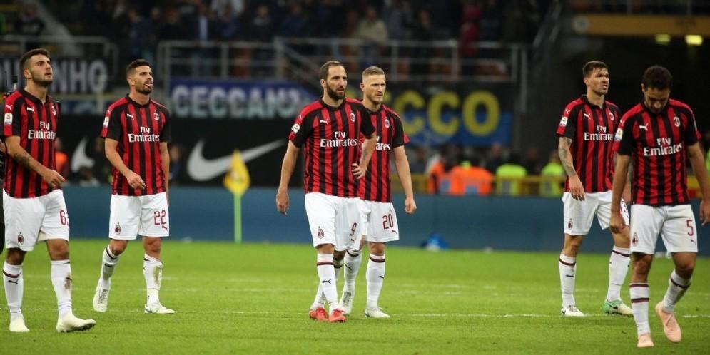 Tutto lo scoramento dei calciatori del Milan