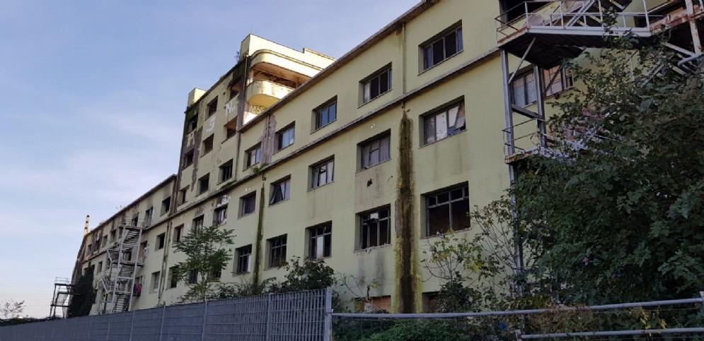 L'esterno dell'ex fabbrica Penicillina di Roma