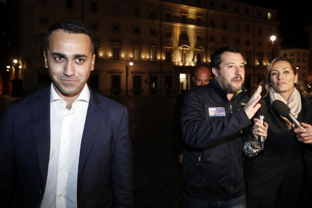 Luigi Di Maio e Matteo Salvini fuori da Palazzo Chigi