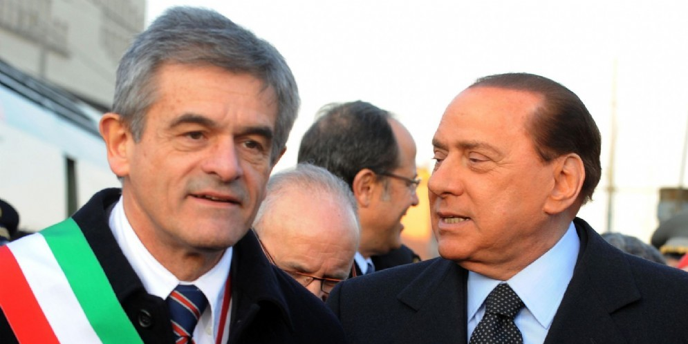 Il governatore del Piemonte Sergio Chiamparino e il leader di Forza Italia Silvio Berlusconi all'inaugurazione della linea alta velocità Torino-Milano nel 2009