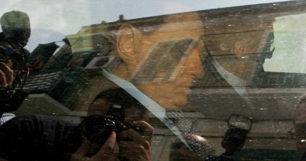 Silvio Berlusconi, all'epoca testimone nel processo Escort, esce dal tribunale di Bari, 10 luglio 2015