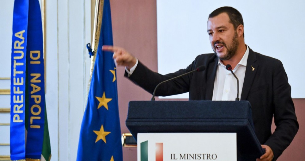 ll ministro dell'Interno Matteo Salvini durante la conferenza stampa nella sede della Prefettura di Napoli