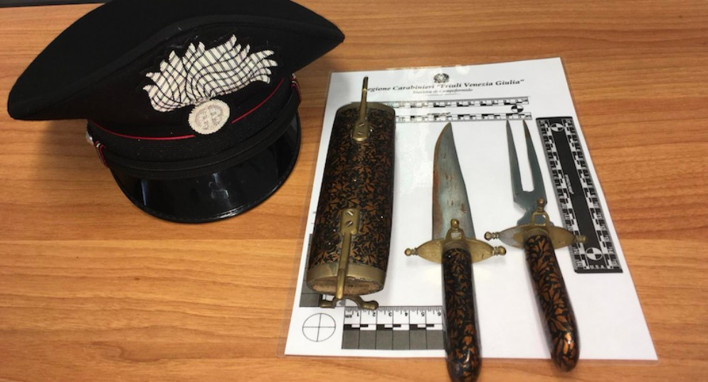 In auto con coltello e 'forchettone da cucina': denunciato un 52enne