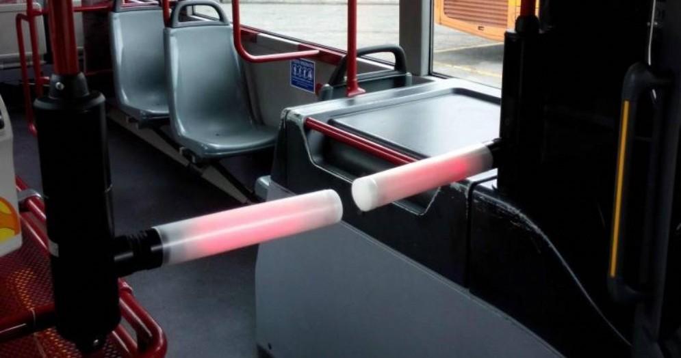 Tornelli sui bus, sale solo chi ha il biglietto: la sperimentazione su due linee