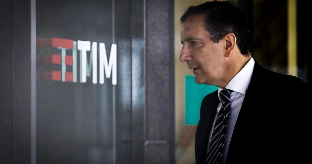 Luigi Gubitosi arriva nella sede Tim per il Cda di Telecom