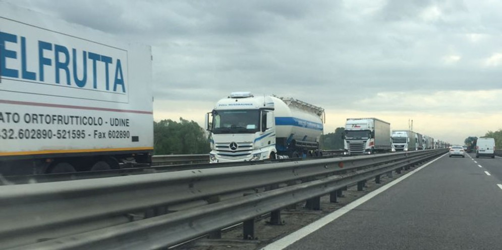 'Invasione' di camion sulle autostrade del Fvg e traffico congestionato