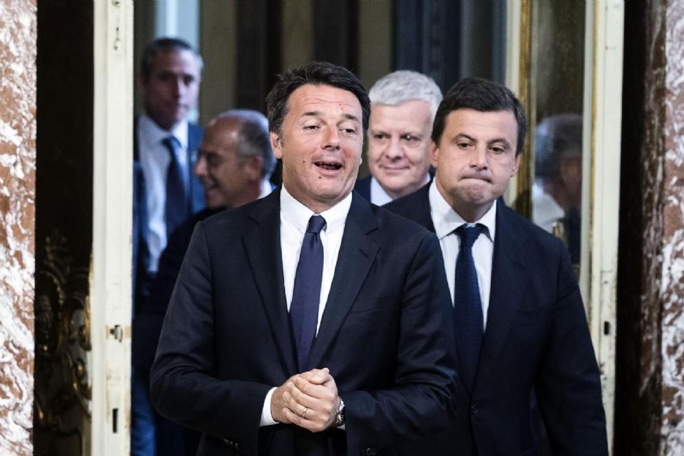 Matteo Renzi con l'ex ministro dello sviluppo economico Carlo Calenda