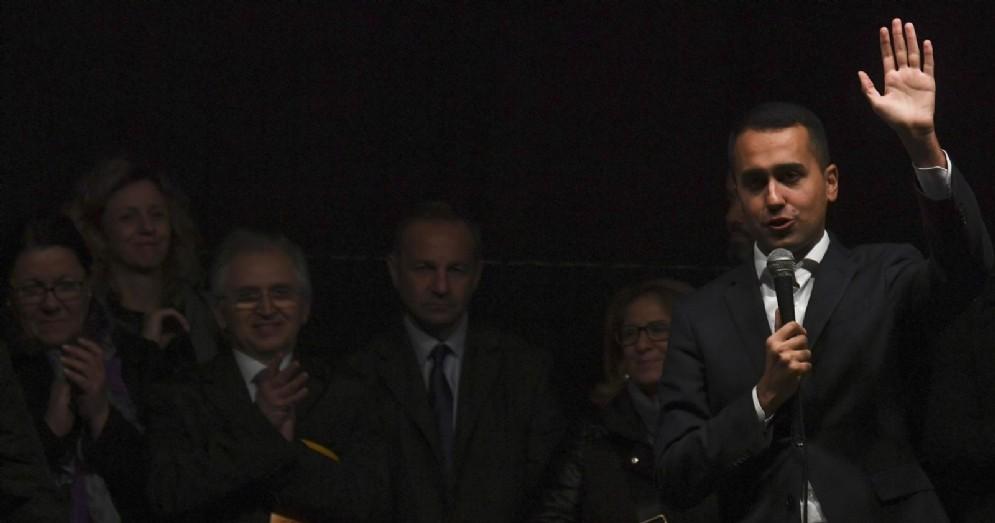 Il vicepremier e ministro del Lavoro e per lo sviluppo Economico Luigi Di Maio durante la manifestazione in piazza contro la 'Terra dei Fuochi'