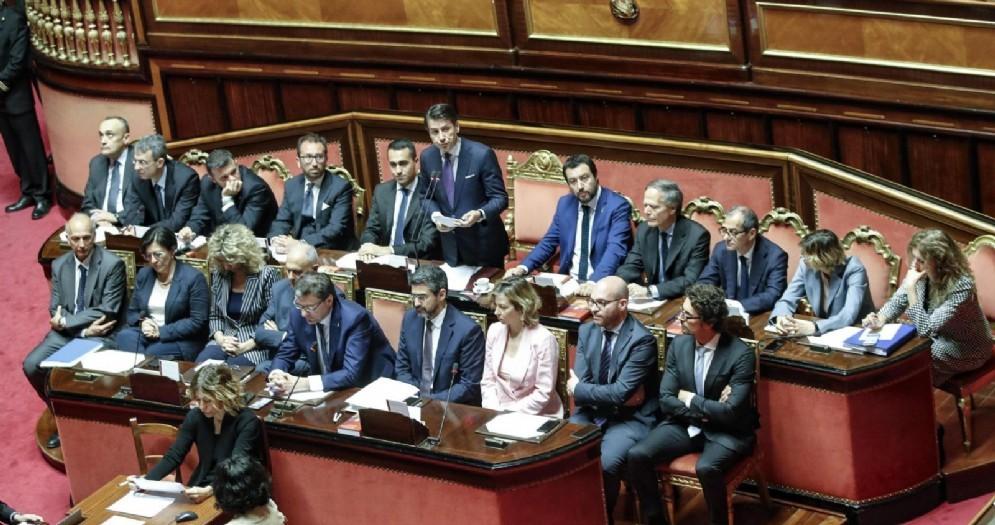 Il governo Conte schierato nell'aula del Senato