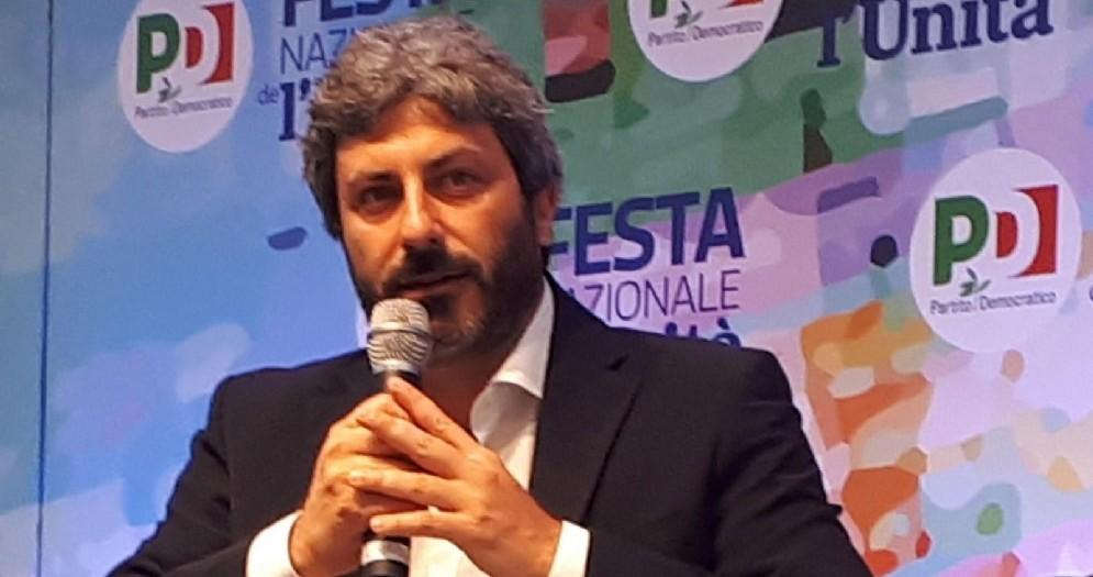 Il presidente della Camera Roberto Fico nella sala dibattiti della Festa Pd di Ravenna