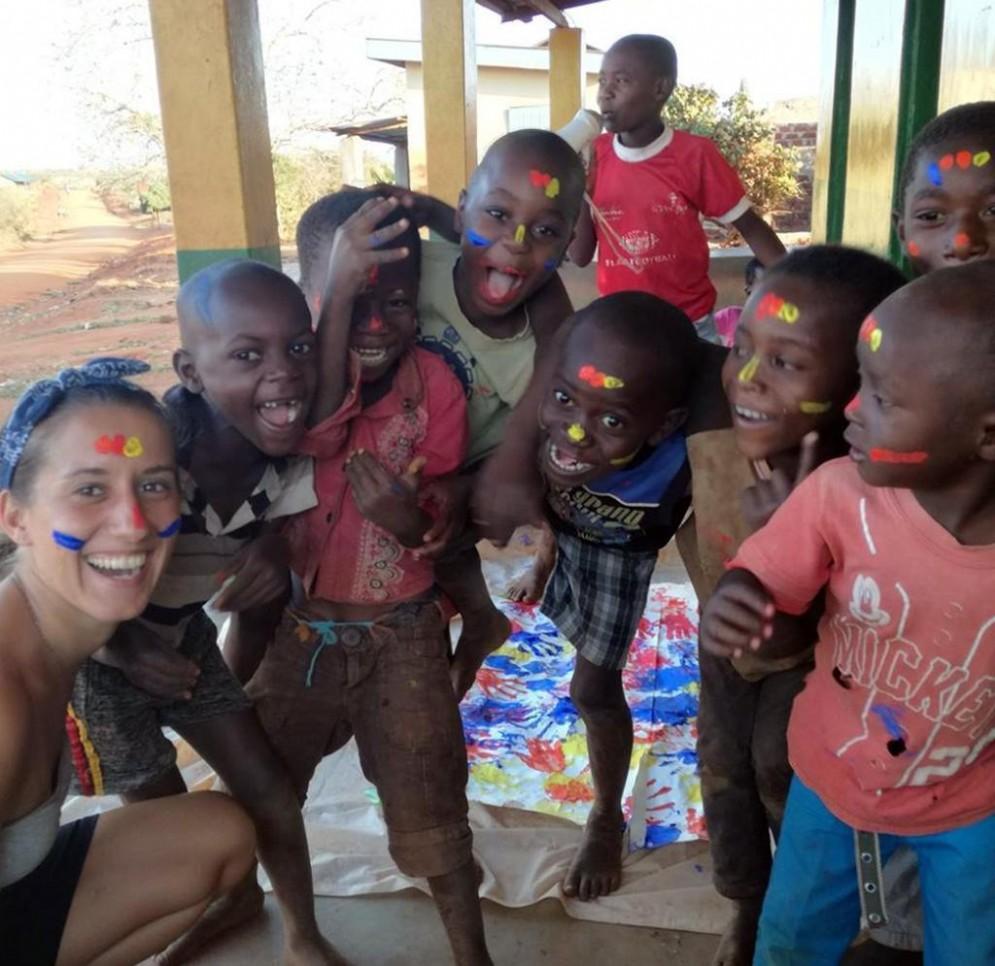 Una foto tratta dal profilo Facebook di Silvia Romano, la volontaria milanese rapita in Kenya da una banda armata