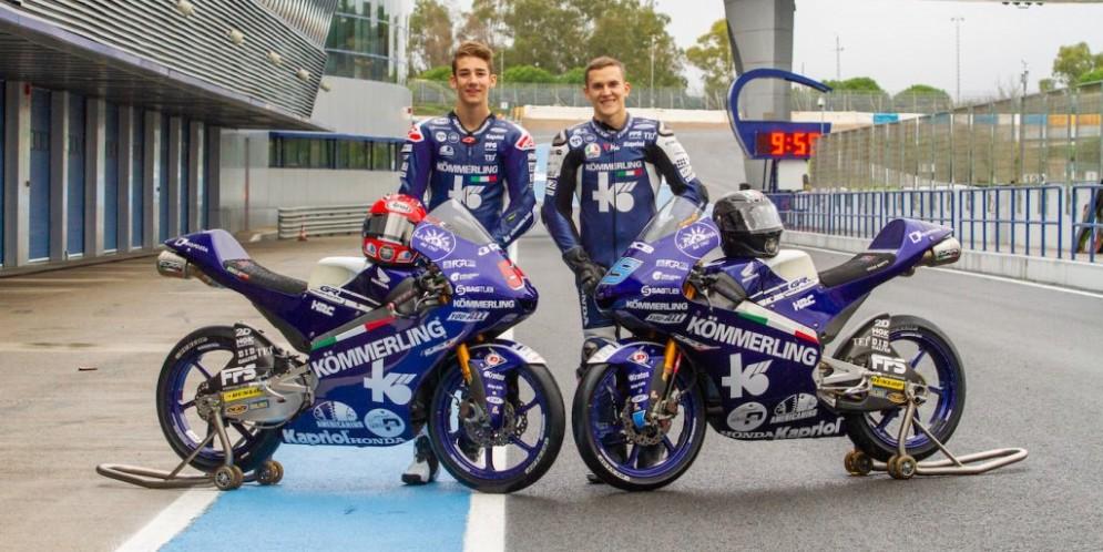 Riccardo Rossi e Gabriel Rodrigo con le moto del Team Kömmerling Gresini Moto3 a Jerez