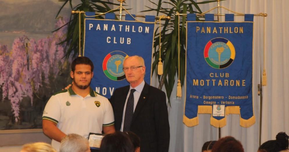 L'atleta Brc Giorgio Granieri è stato premiato dal Panathlon Novara per aver vestito la maglia della Nazionale