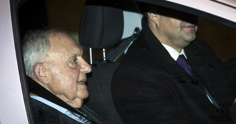 Il ministro per gli Affari europei Paolo Savona in auto al termine del consiglio dei ministri a palazzo Chigi