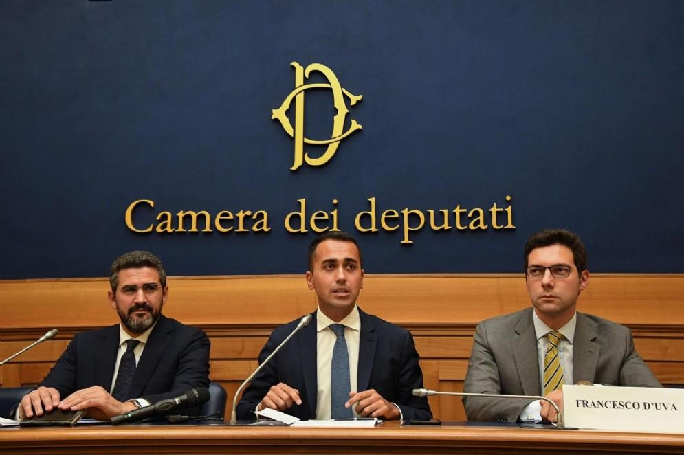 Il ministro per le Riforme Riccardo Fraccaro, Luigi Di Maio e il capogruppo M5S alla Camera Francesco D'Uva