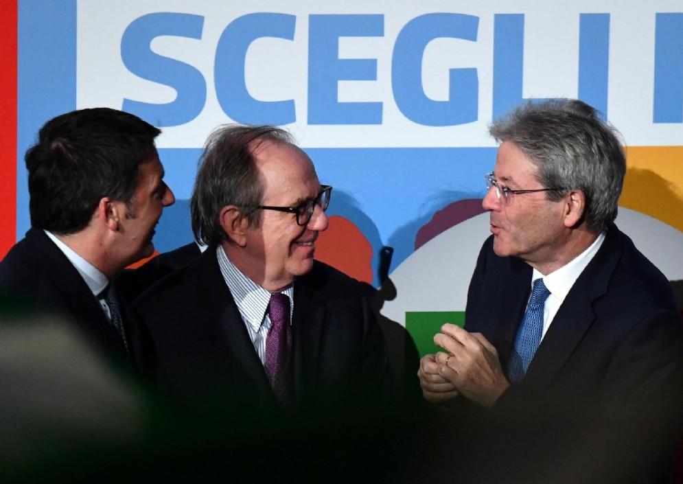 L'ex ministro dell'Economia, Pier Carlo Padoan, con i due ex premier del Pd, Matteo Renzi e Paolo Gentiloni