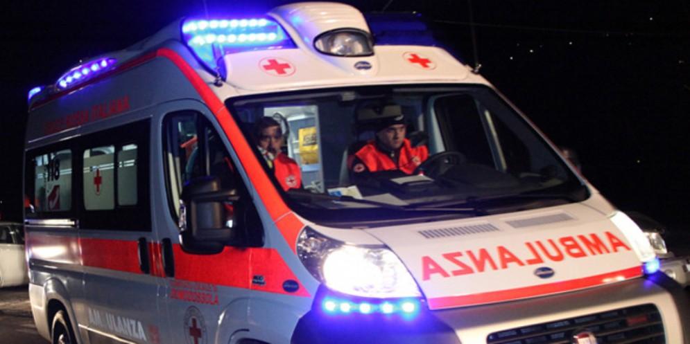 Minivan di ribalta in via Brigata Casale: 5 feriti