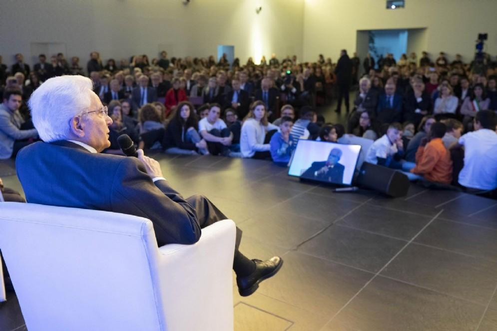 Il capo dello Stato Sergio Mattarella risponde alle domande dei ragazzi all'Arsenale della Pace, Torino, 26 novembre 2018