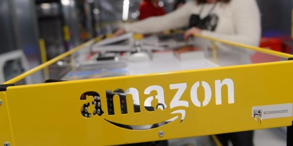 Amazon diventa anche postino