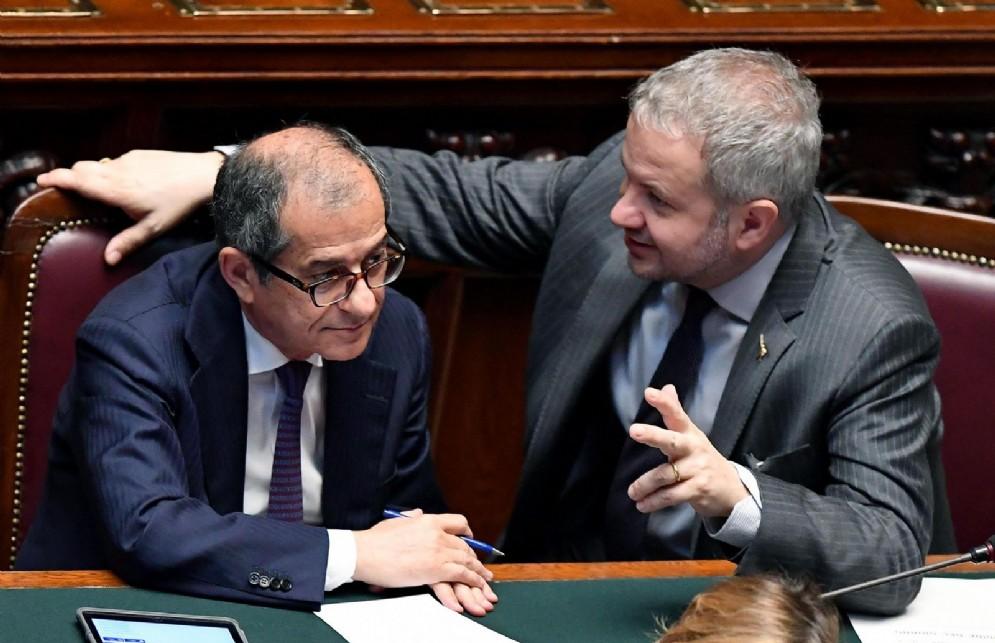 Il ministro dell'Economia, Giovanni Tria, e il presidente della commissione Bilancio Claudio Borghi