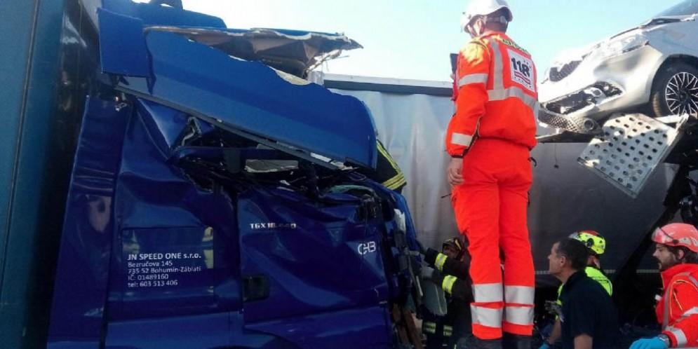 A4 chiusa tra Villesse e Palmanova per un incidente tra mezzi pesanti