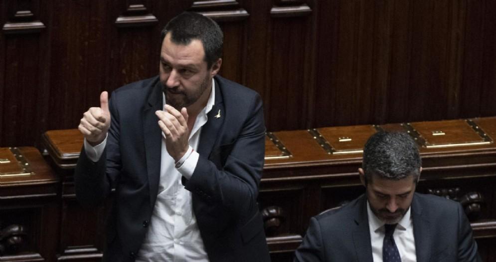 Il vicepremier e ministro dell'Interno, Matteo Salvini, al termine del voto finale per il decreto Sicurezza nell'aula della Camera