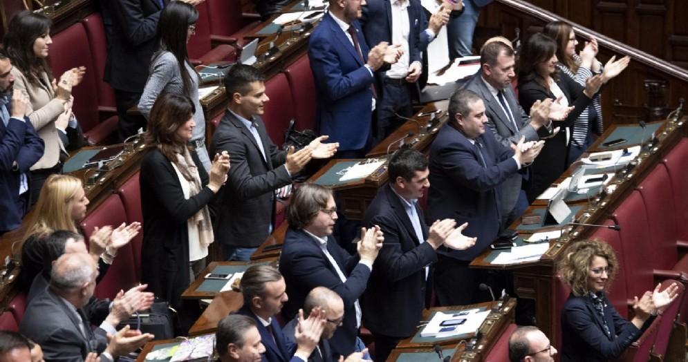 I deputati della Lega applaudono alla Camera dei deputati
