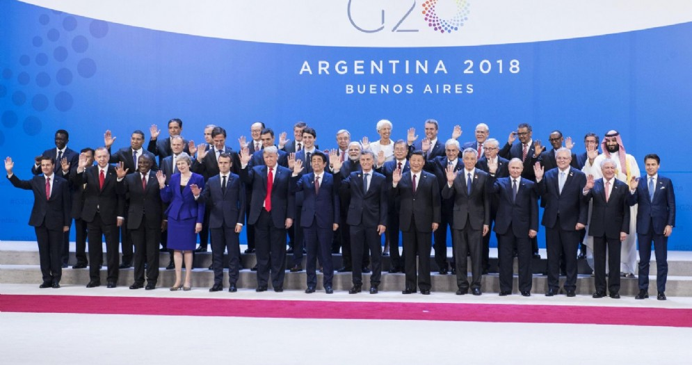 La foto di gruppo dei capi di Stato e di governo a margine del G20 di Buenos Aires