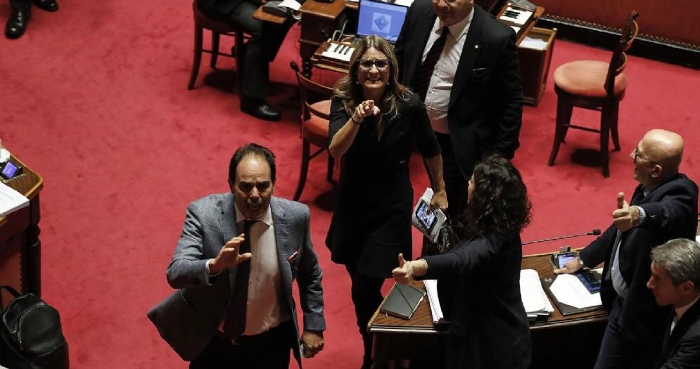 Proteste alla Camera sulla manovra