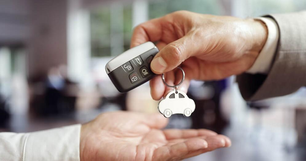Noleggio auto a Bologna: le offerte in aeroporto e stazione