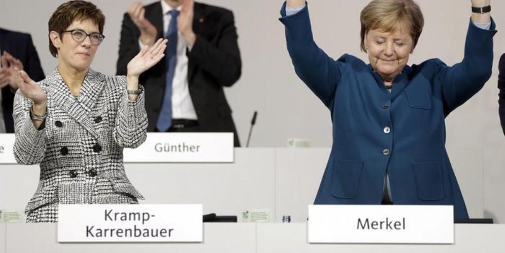 Annegret Kramp-Karrenbauer e Angela Merkel