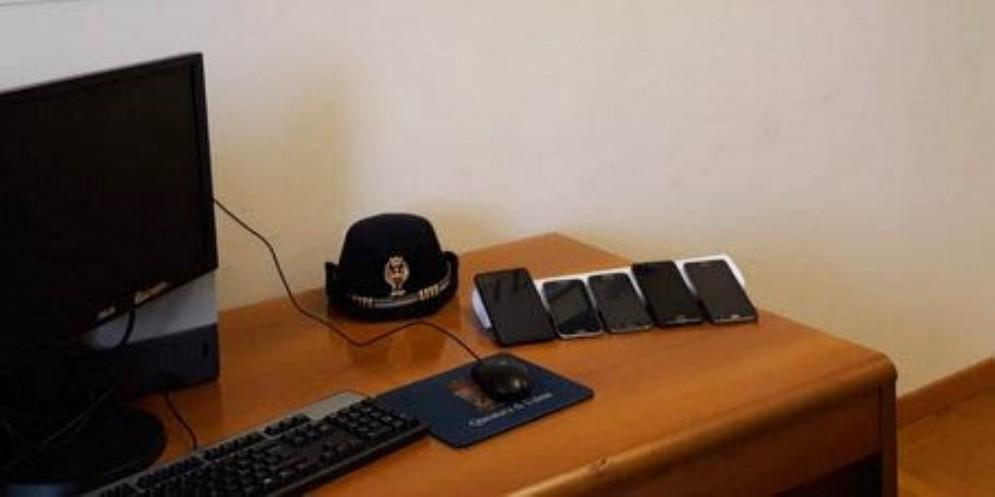 Telefonini rubati: la Polizia arriva fino in Kosovo e in Ucraina per recuperarli