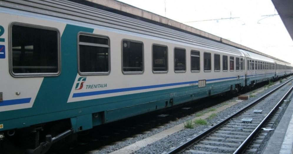 Treno Torino-Milano fermo per un'ora a Vercelli senza che fosse comunicata la causa