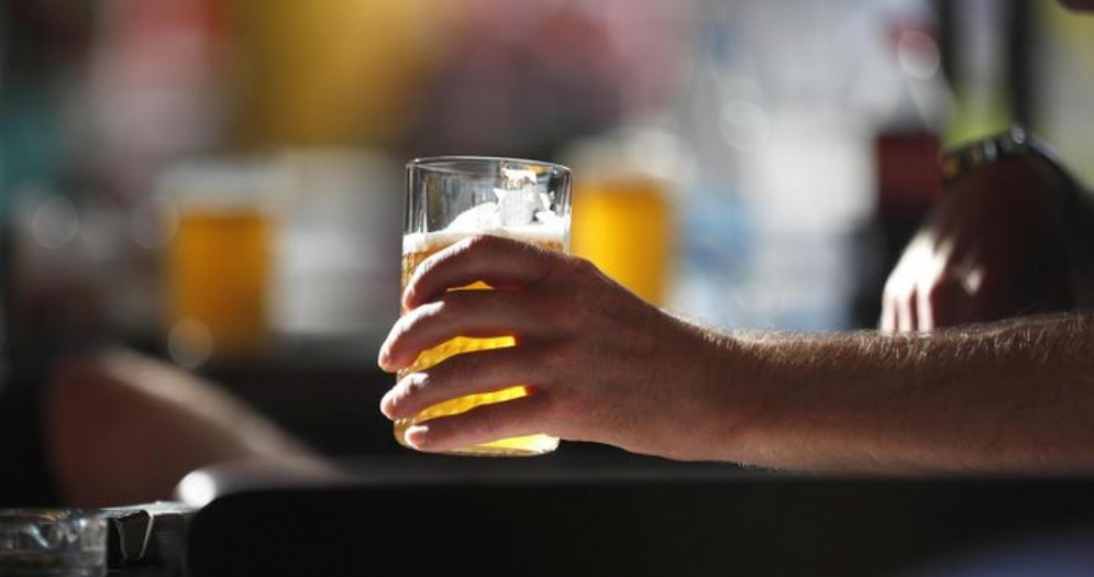 Ubriaco danneggia il Bar Centro di Viverone