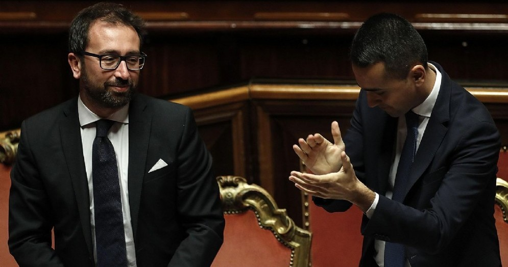 Il ministro della Giustizia Alfonso Bonafede con il vicepremier Luigi Di Maio durante l'approvazione al Senato del dl anticorruzione