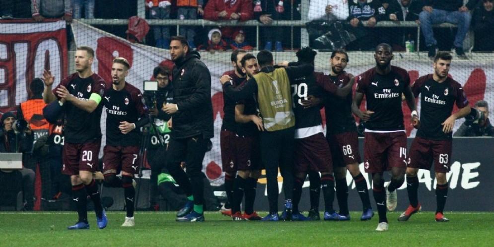 La gioia dei rossoneri dopo il gol di Zapata