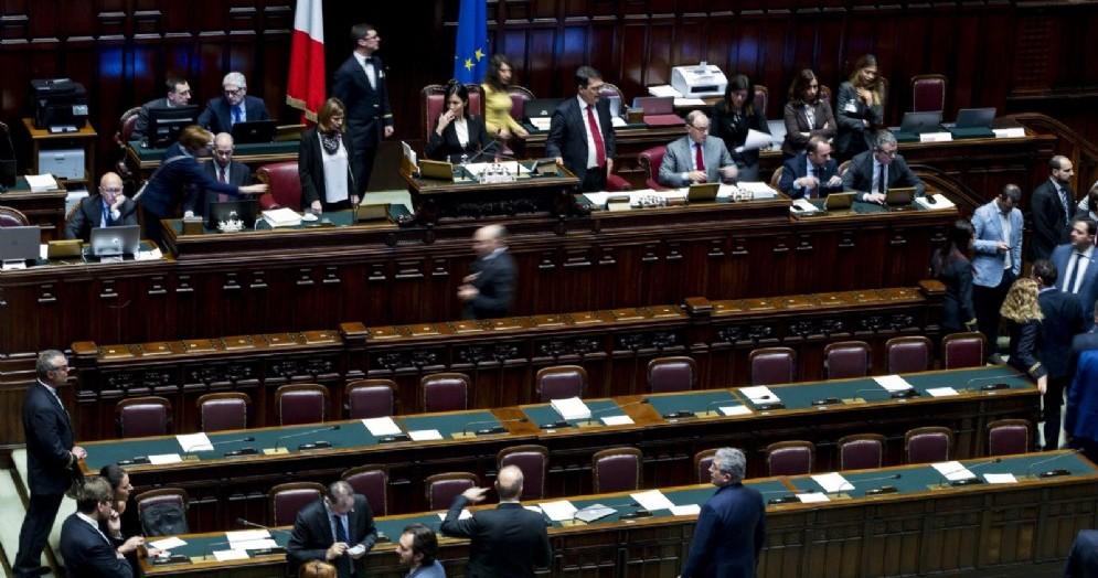 Le operazioni di voto in aula alla Camera durante il voto di fiducia sul decreto fiscale