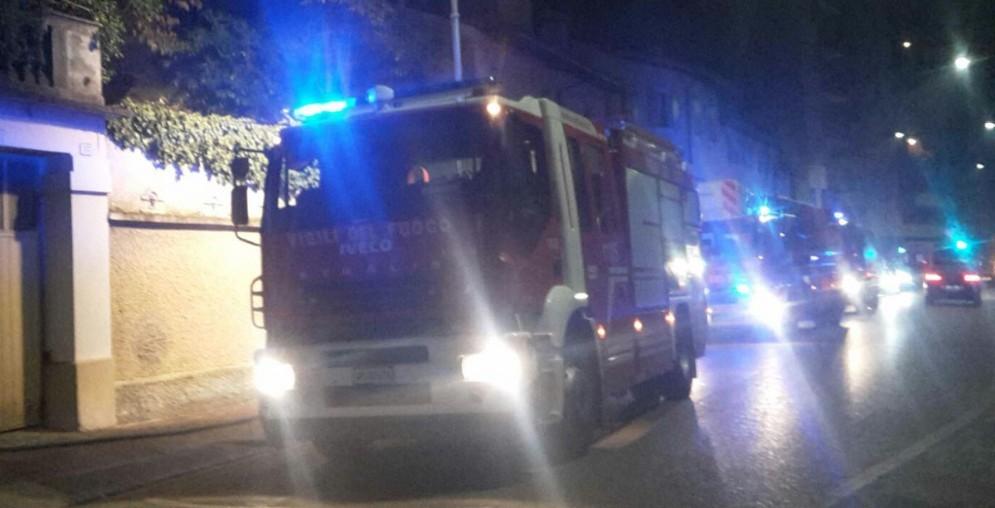 Incendio in un appartamento di via dei Giuliani: 18 intossicati
