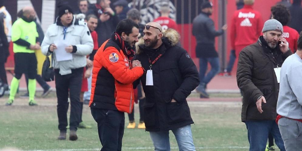 Il ministro dell'Interno e leader della Lega Matteo Salvini mentre saluta Luca Lucci, capo dei tifosi del Milan in occasione della festa del tifo organizzato del Milan per i 50 anni della Curva Sud Milano
