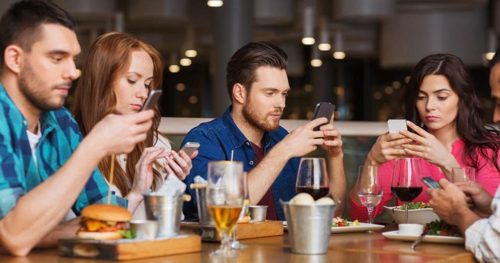 Smartphone al bar
