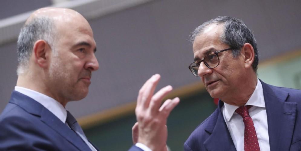 Il commissario Ue agli Affari economici e finanziari, Pierre Moscovici, con il ministro dell'Economia Giovanni Tria