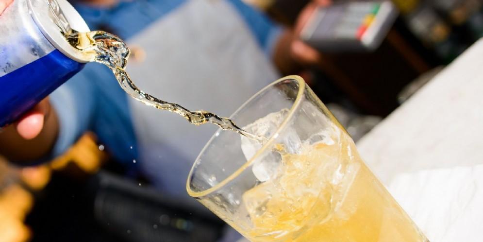 Gli energy drink possono causare ictus e aritmie
