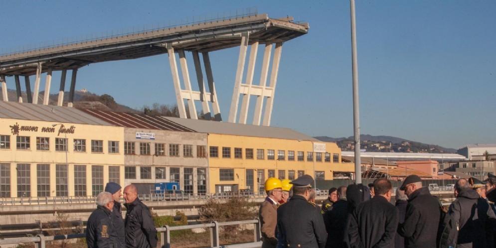 Una delegazione del Csm sul luogo delle macerie di ponte Morandi